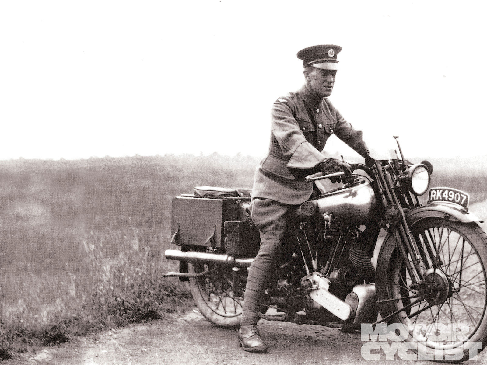 122-1203-01-z+lawrence-of-arabia-warrior-diplomat-statesman-motorcyclist+